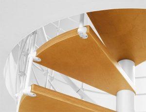 dettaglio gradini scala in kit